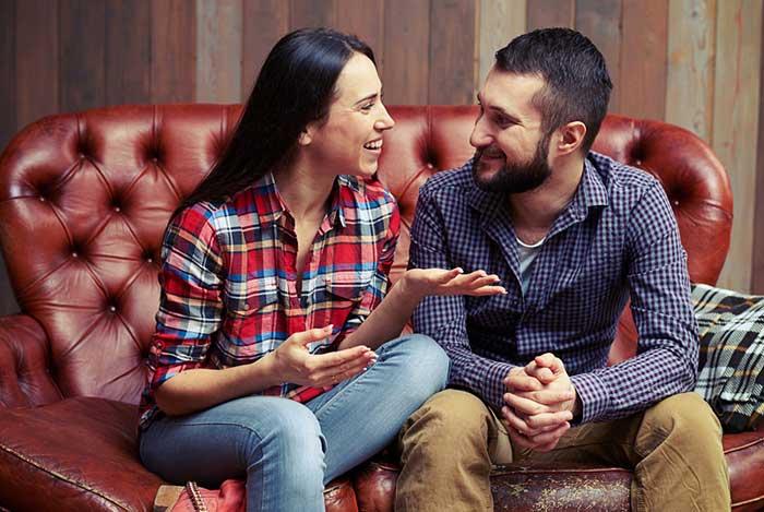 couple-communicating-sofa-1.2