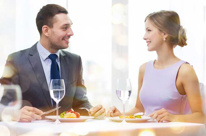 couple-eating-nice-restaurant-1.2