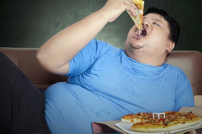 eating-pizza-sofa-1.2