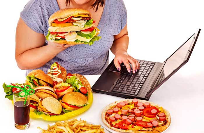 eating-while-on-pc-1.2
