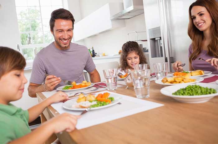 family-eating-1.2