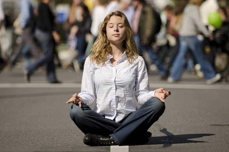 woman-meditating-busy-street-1.2