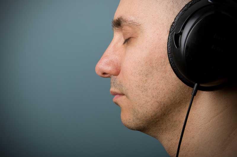 man-med-headphones2